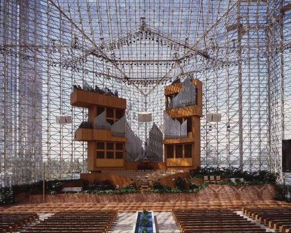 (Photo: Crystal Cathedral, 21 June 2005/Nepenthes)