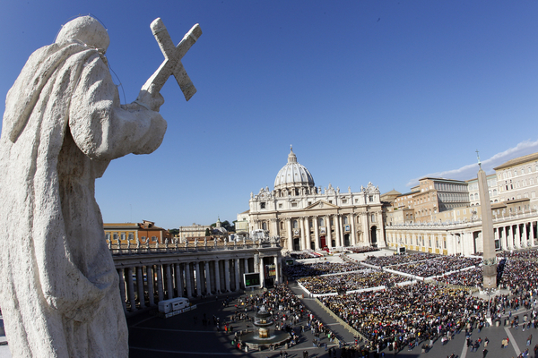 Thousands flock to St. Peter's to reserve spots for 27th Sunday in Ordinary time.